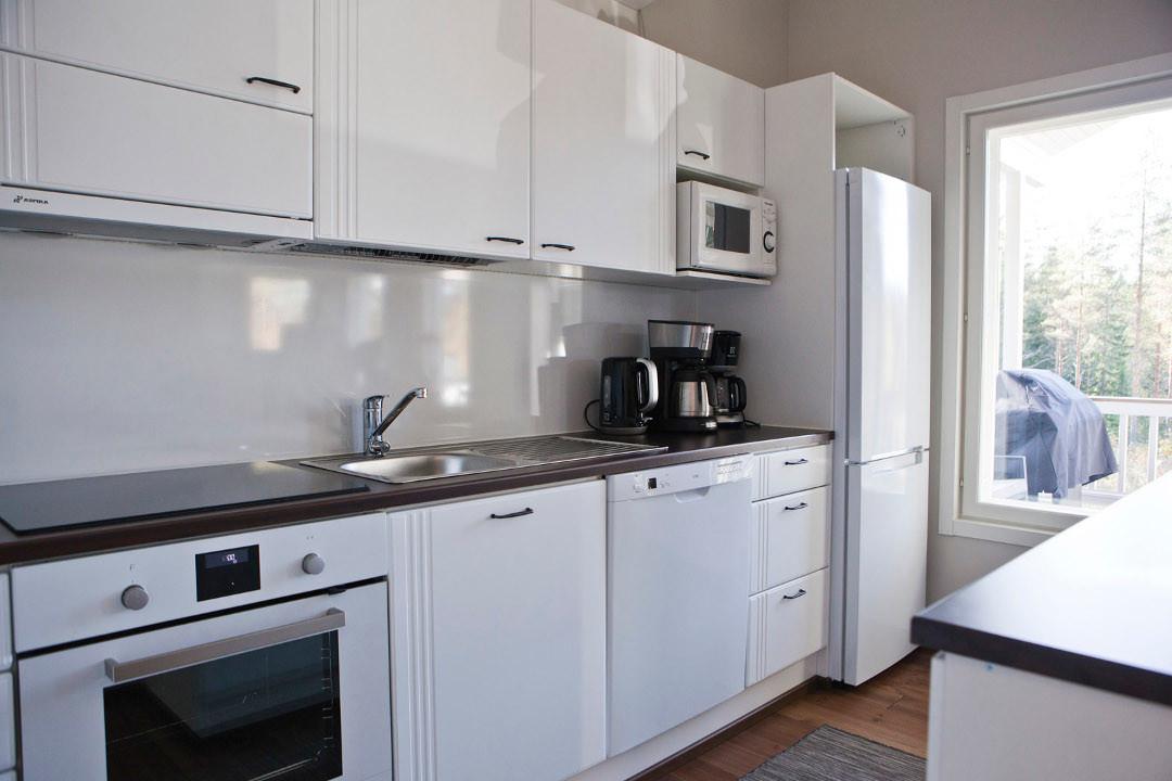 GURU-vuokrahuvila hyvin varusteltu keittiö