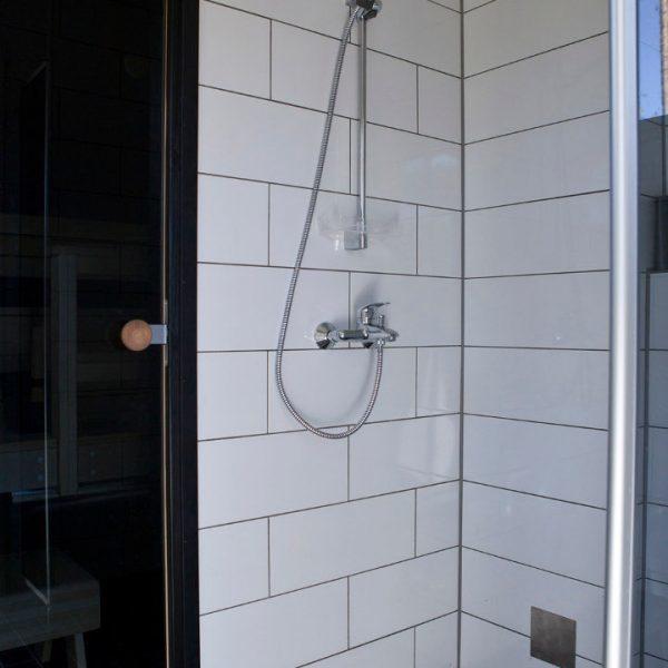 GURU-vuokrahuvila suihku